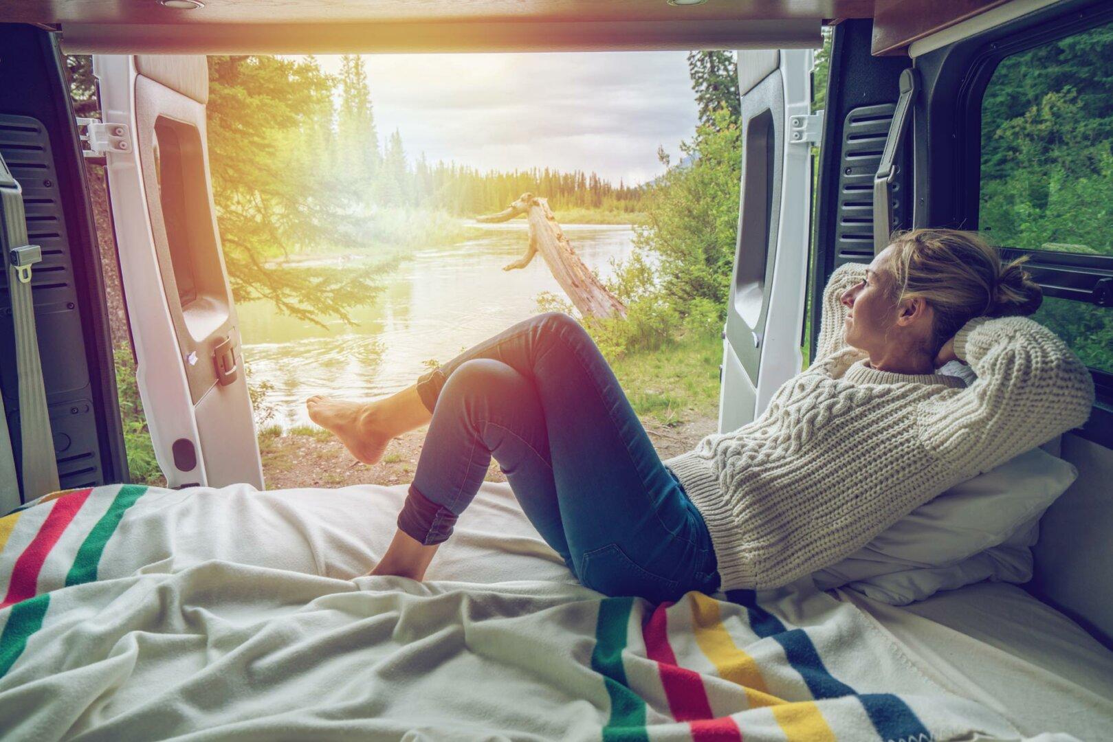 Camping mit Elektroauto © swissmediavision / iStock