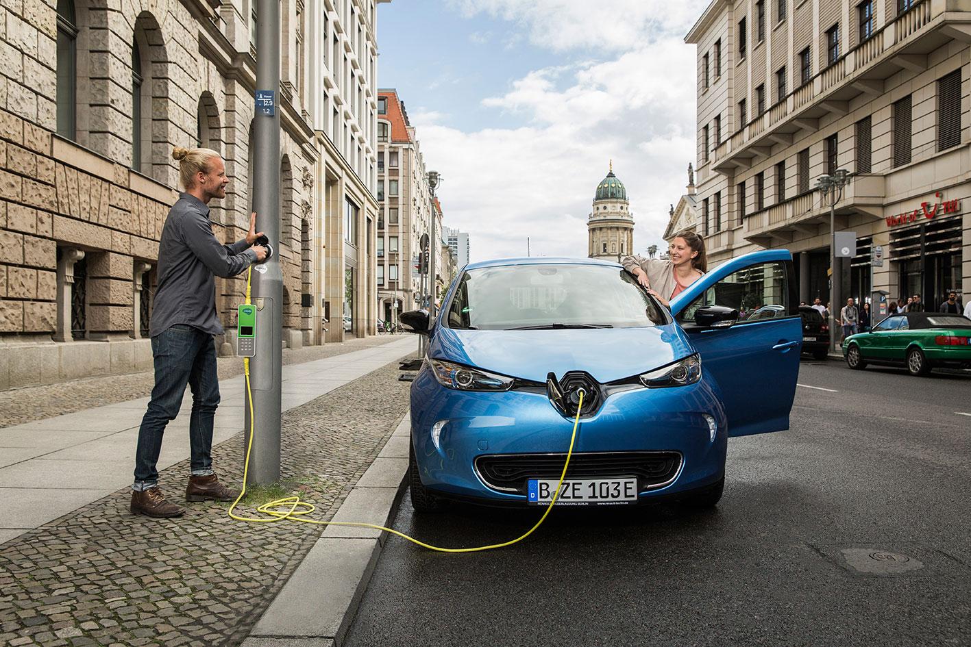 E-Auto an der Straßenlaterne laden – geht das? » smarter-fahren.de