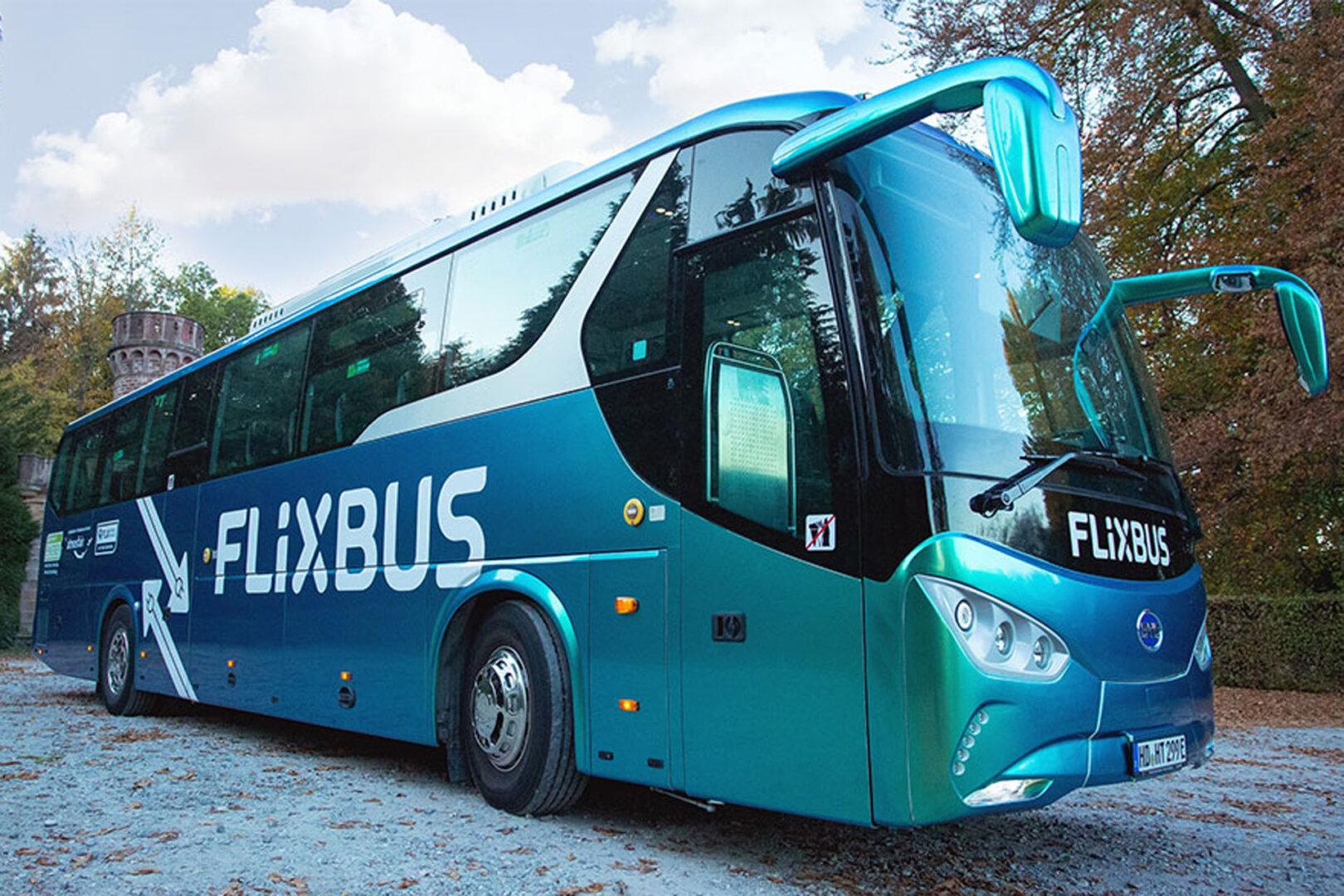 Neues Design in Grün-Blau für ersten Flixbus E-Bus