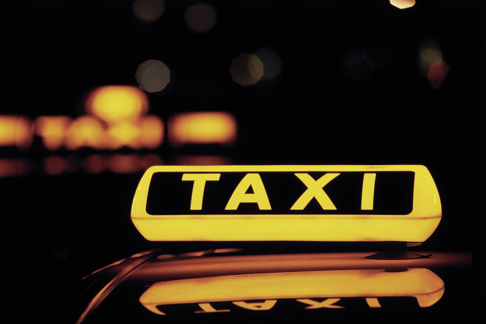 Beleutetes Taxi Schild