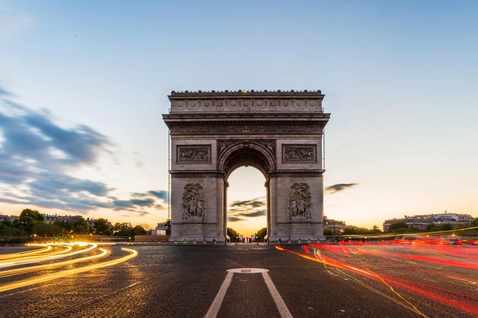 Frankreich Triumphbogen E-Mobilität
