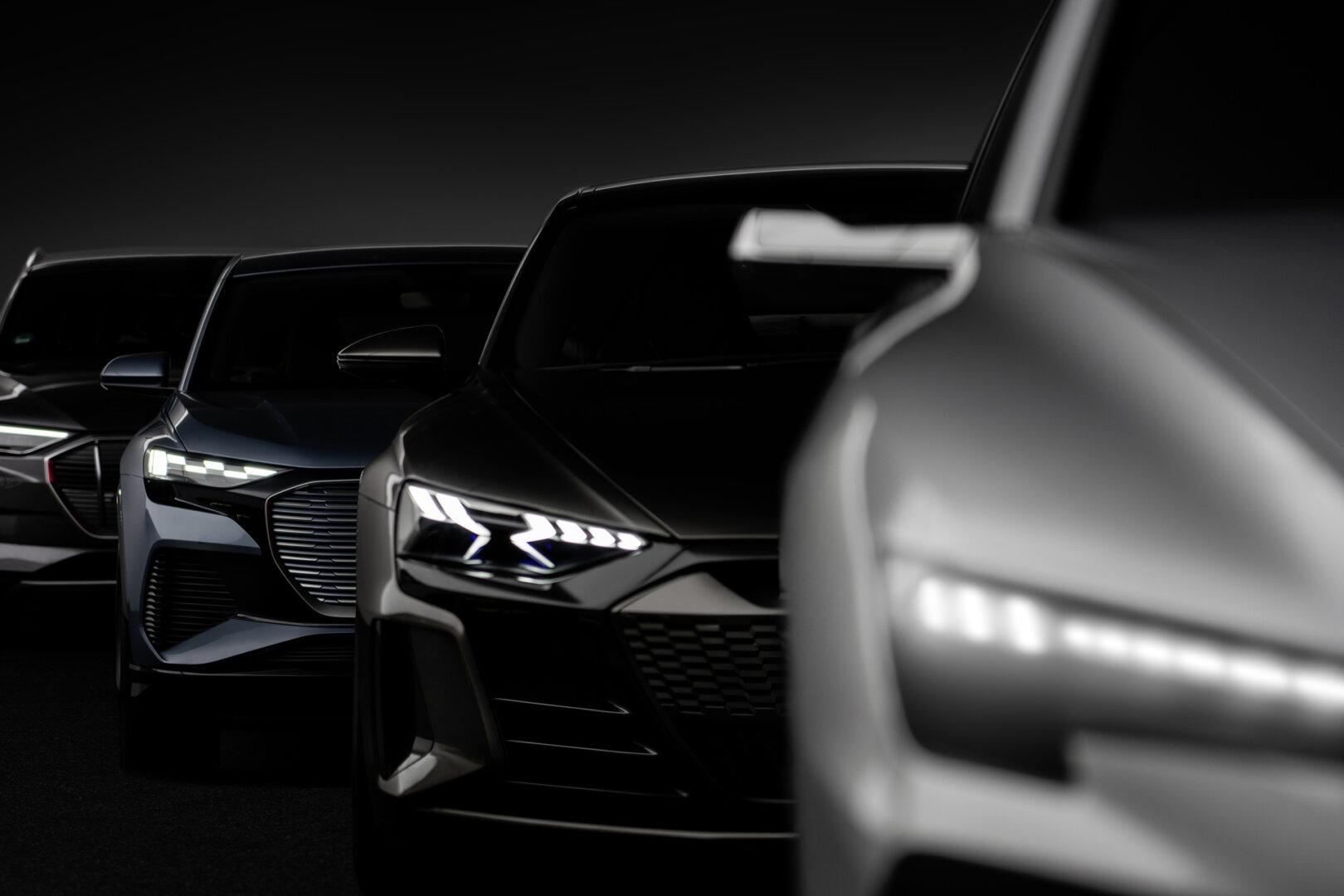 Silberner Audi eTron Elektroauto