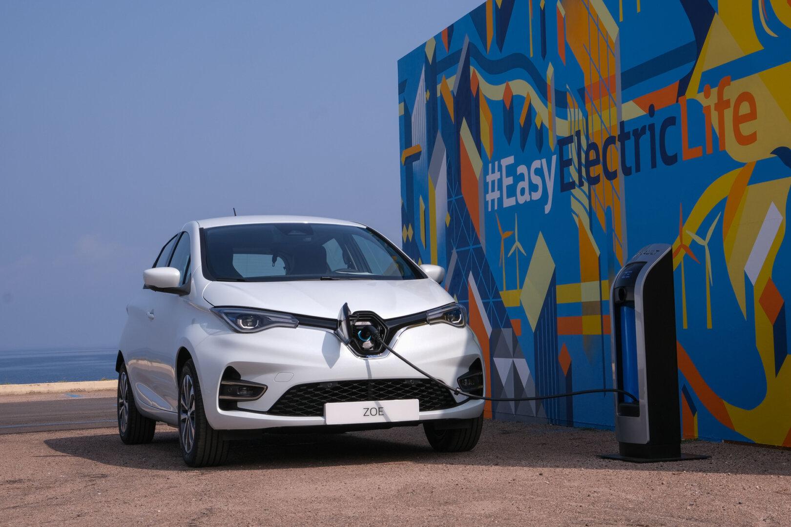 Renault Zoe vor Gebäude