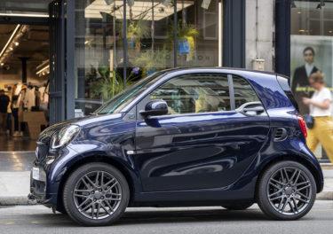 Blauer Smart Fortwo Elektroauto